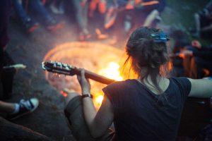 gitarre-lagerfeuer